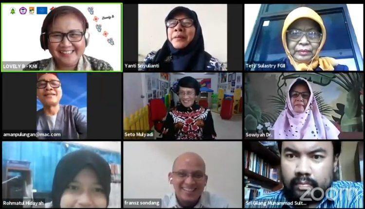 Tengah Pandemi Covid 19 JAKARTA, WWW.PASJABAR.COM -- Ikatan Dokter Anak Indonesia (IDAI), Lembaga Perlindungan Anak Indonesia (LPAI), Perkumpulan Keluarga Peduli Pendidikan (KerLiP) Asosiasi Sekolah Rumah Pendidikan Alternatif  (Asah Pena) dan Federasi Guru Independen Indonesia (FGII) Menggelar konferensi pers secara daring mengenai Pentingnya Melindungi Anak di Tengah Pandemi Covid 19 via Zoom pada Senin (3/8/2020). (tan/pasjabar)